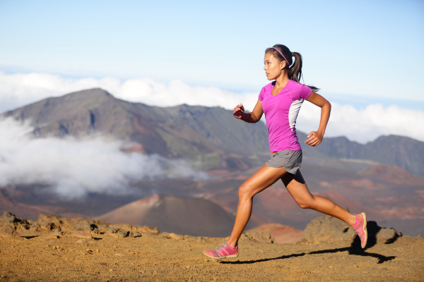 women_running_beach