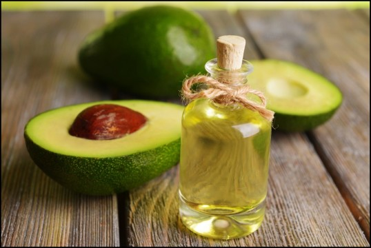 Halfed_Avocado_fruit_and_Avocado_Oil_on_Wooden_Table.jpg