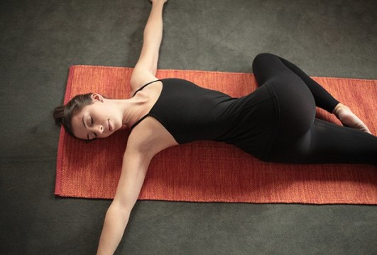 How-To-Do-Reclined-Spinal-Twist-Pose.jpg